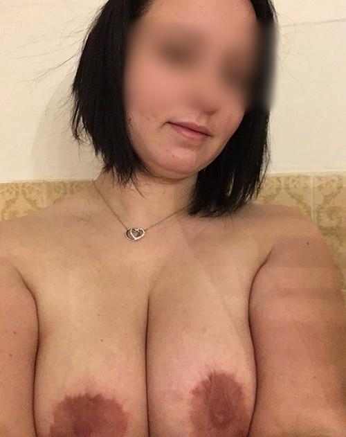 Femme aux gros seins de Paris cherche du sexe