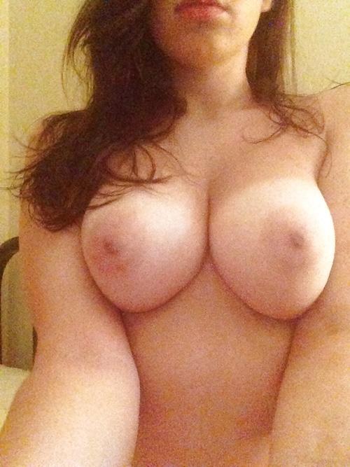 Carine, fille gros seins Lyon