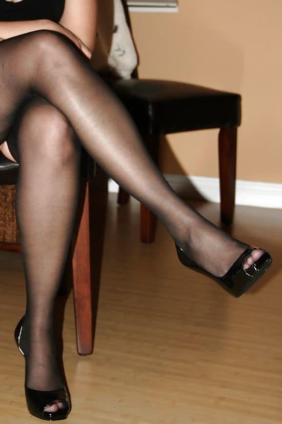 Monique, bourgeoise belles jambes de Paris