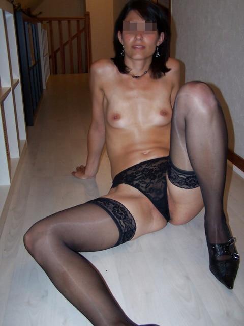 Orlane, petits seins et bas collants