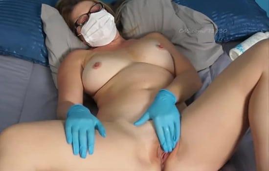 Masturbation en privé sur skype